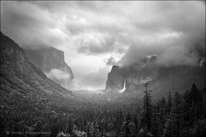 Tunnel View in Rain